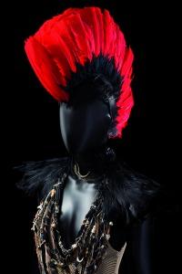 Melle K, coiffe et costume de Laurène Stein portés au Zénith, 2011. © CNCS / Florent Giffard