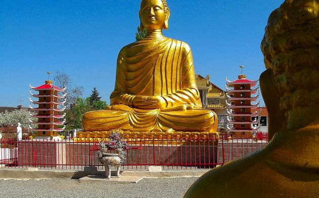 auvergne-allier-noyant-pagode